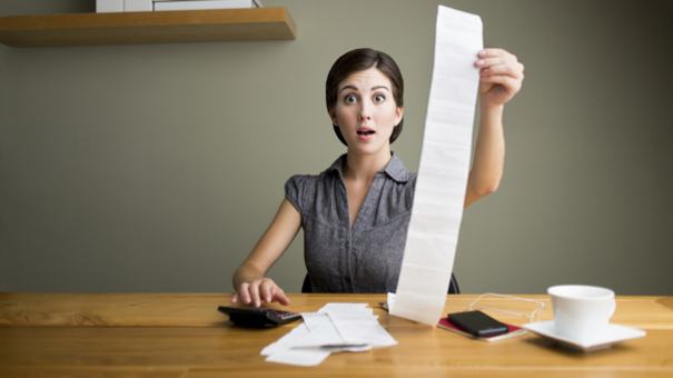 woman_with_receipts